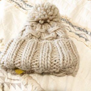 NWT chunky/thick  knit Pom beanie Cream